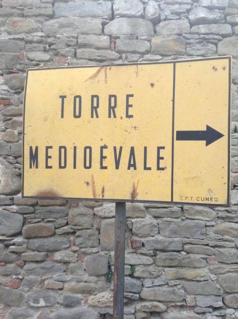 The sign for Hikers to follow to Cortemilia Castle, Villa Bergolo
